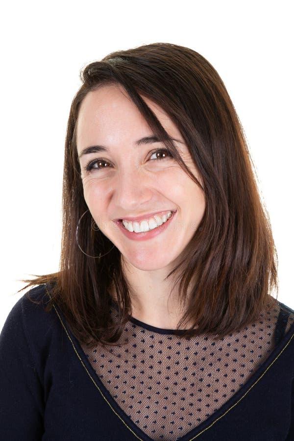 Привлекательная бизнес-леди представляя усмехаясь дружелюбную счастливую красоту стоковое фото