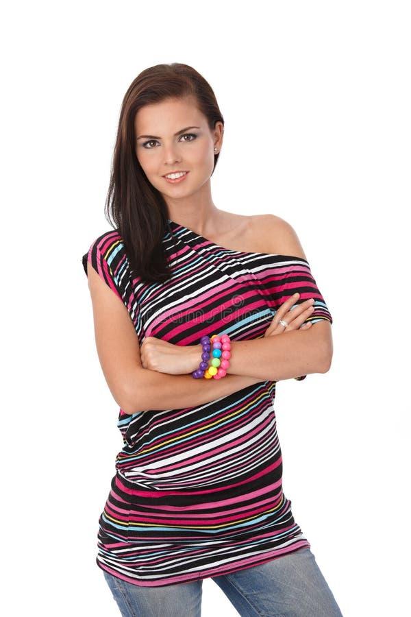 Привлекательная девушка в multicolour верхний усмехаться стоковые изображения rf