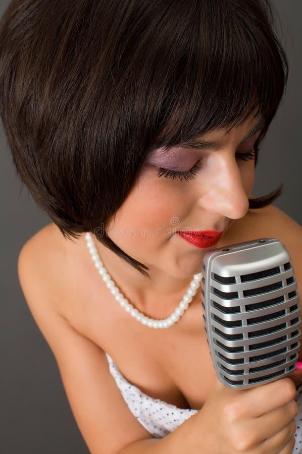 Привлекательная женщина брюнет стоковое изображение rf