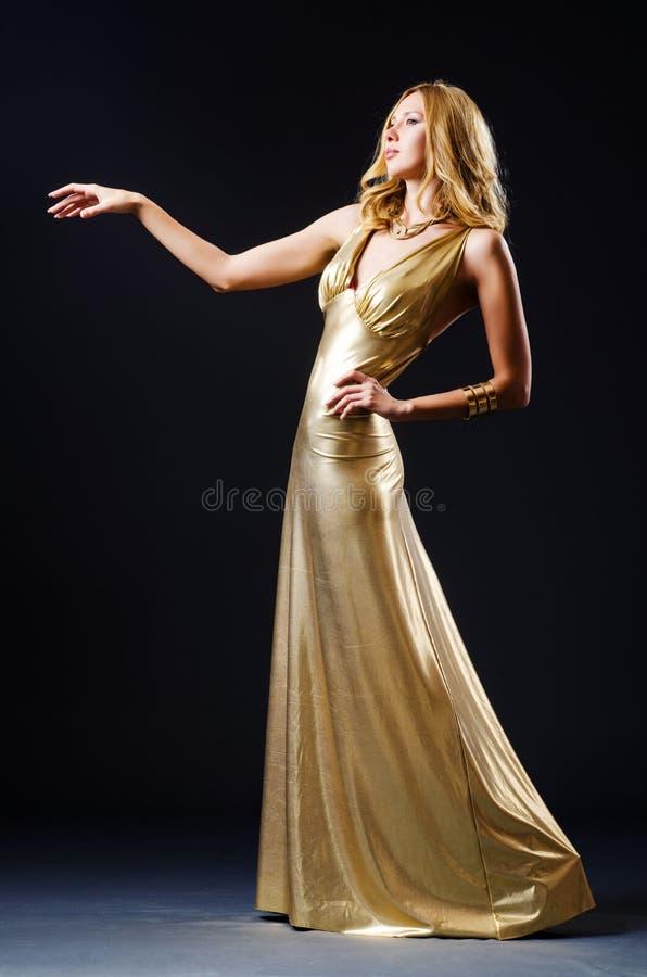 Привлекательная женщина в платье стоковые фотографии rf