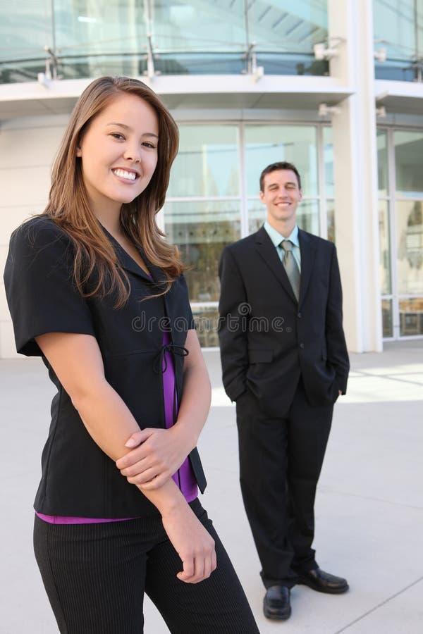 привлекательная женщина команды бизнесмена стоковые изображения rf