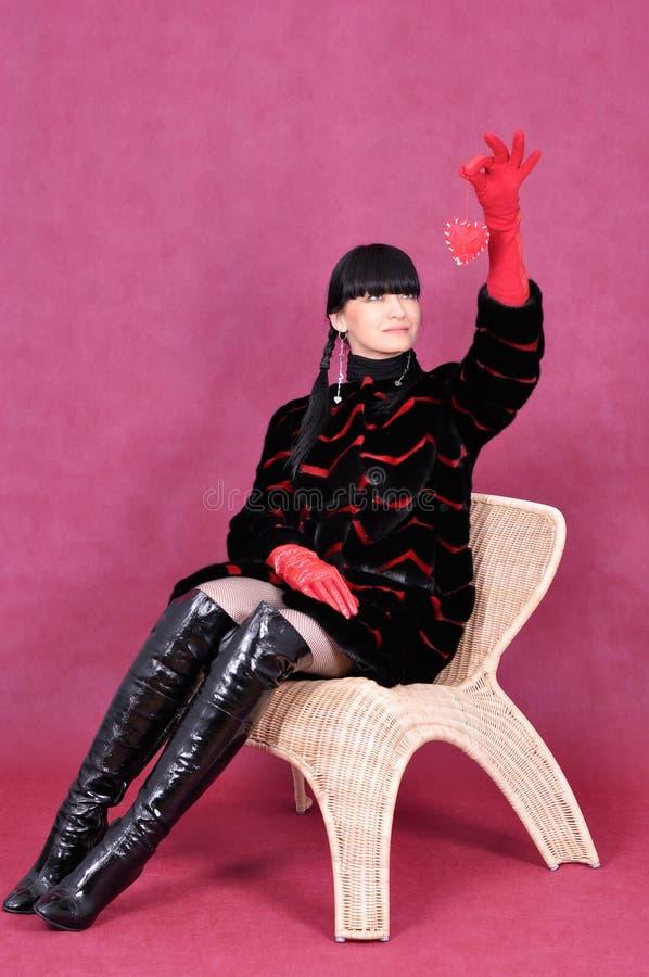привлекательная женщина портрета шерсти пальто стоковые фото