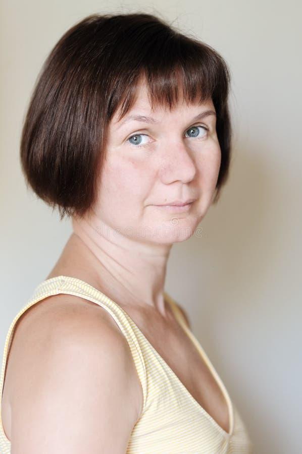 Привлекательная женщина среднего возраста стоковые изображения rf