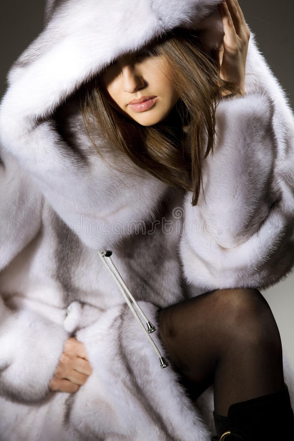 привлекательная женщина шерсти пальто стоковые изображения