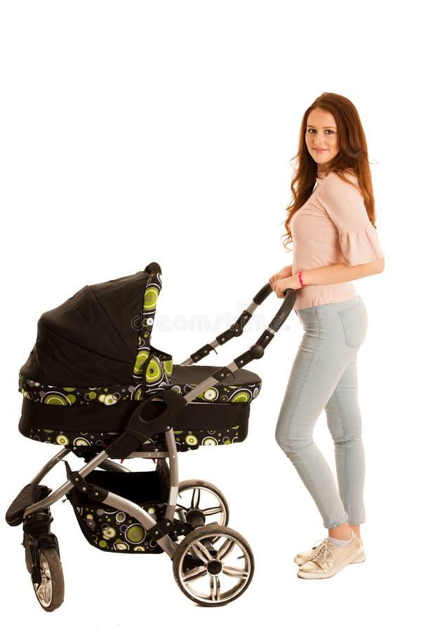 Привлекательная красивая молодая женщина при carrige младенца изолированное сверх стоковое изображение rf