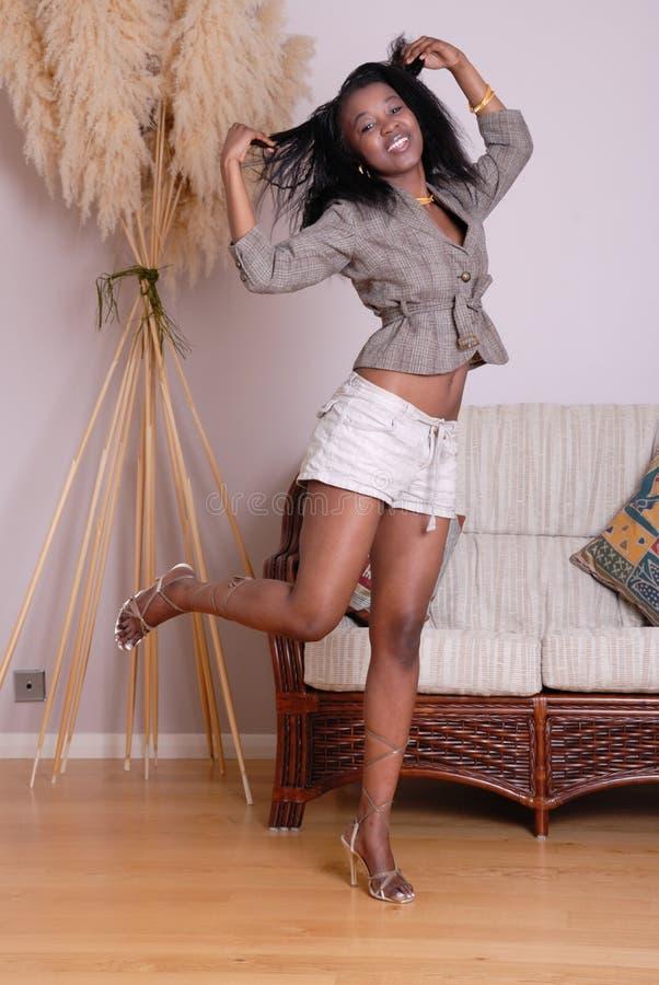 Привлекательная молодая африканская девушка стоковое фото rf