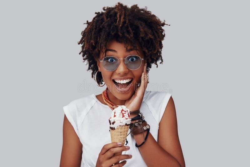 Привлекательная молодая африканская женщина стоковые фотографии rf