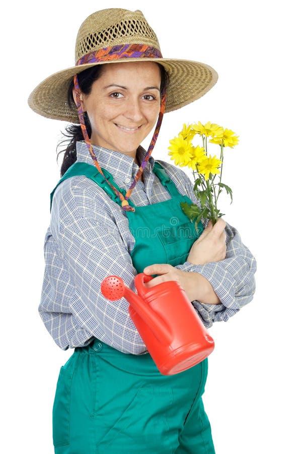привлекательная одетьнная женщина садовника счастливая стоковая фотография