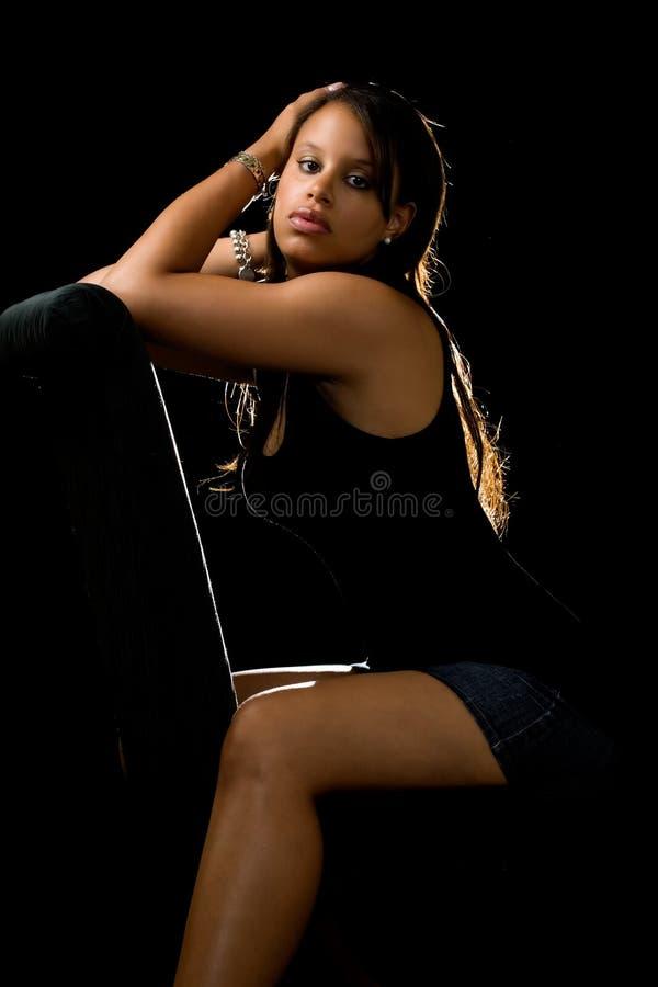 привлекательная чернокожая женщина стоковые изображения rf
