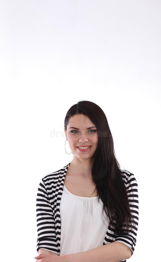 Привлекательное положение молодой женщины, изолированное на белой предпосылке стоковая фотография