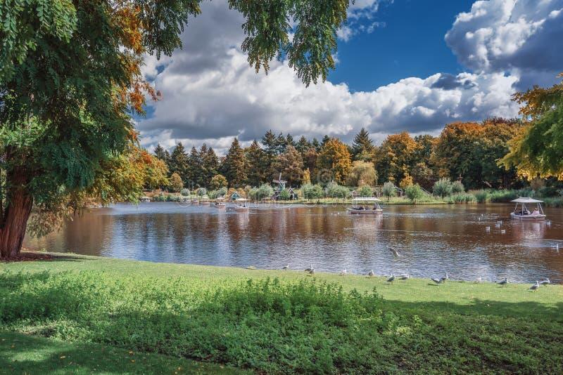 Привлекательность Gondaletta в парке атракционов Efteling в стоковые фото