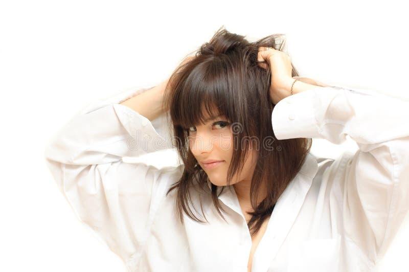 привлекательные волосы девушки ее игры стоковое изображение rf