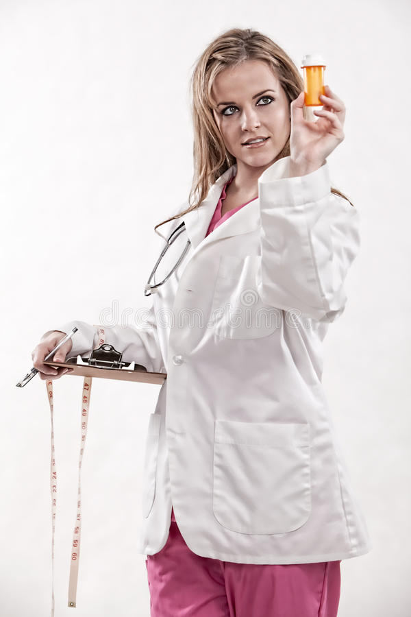 привлекательные кавказские двадчадкы нюни доктора стоковое изображение