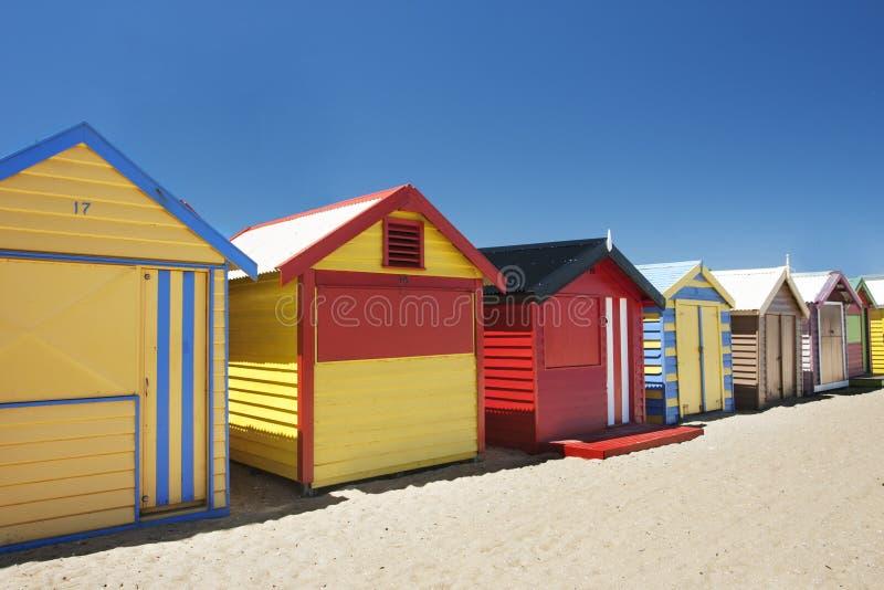 Привлекательные купая коробки на пляже Brighton стоковое изображение