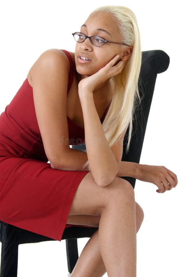 Download привлекательные пробуренные смотря детеныши женщины Стоковое Фото - изображение насчитывающей платье, представление: 482054