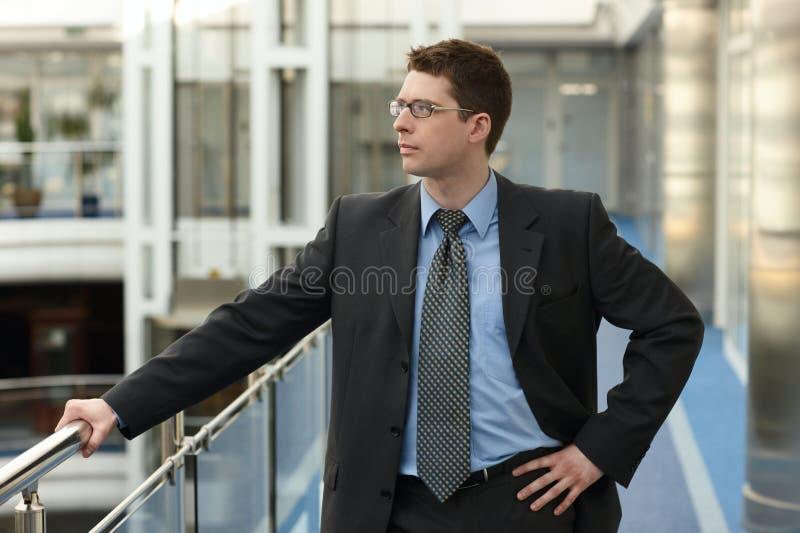 привлекательный бизнесмен стоковое фото