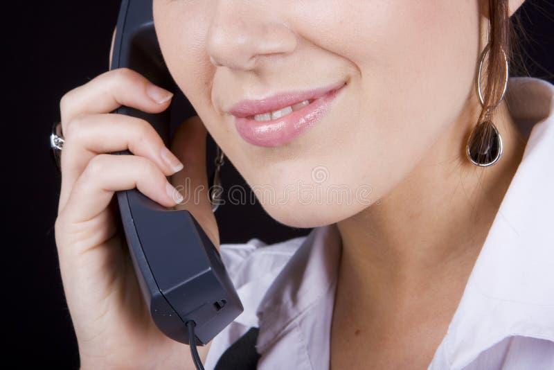 привлекательный звонящий по телефону стоковые изображения