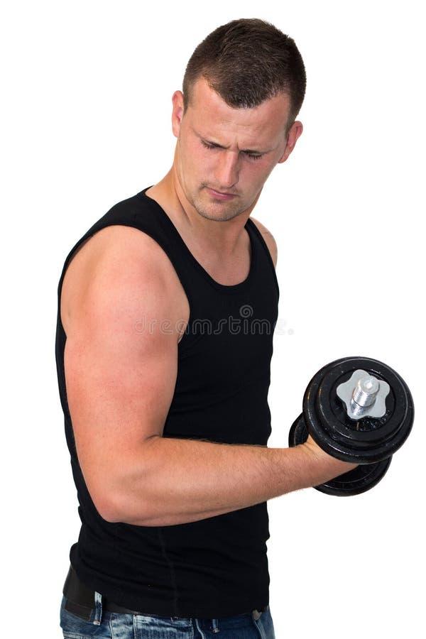 Привлекательный молодой человек разрабатывая с весами стоковая фотография