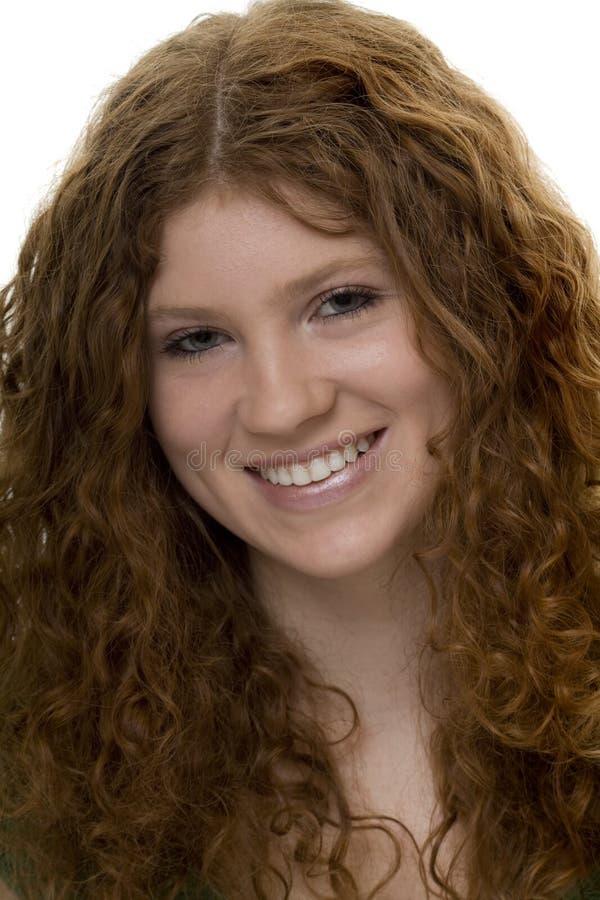 привлекательный подросток красного цвета курчавых волос стоковая фотография