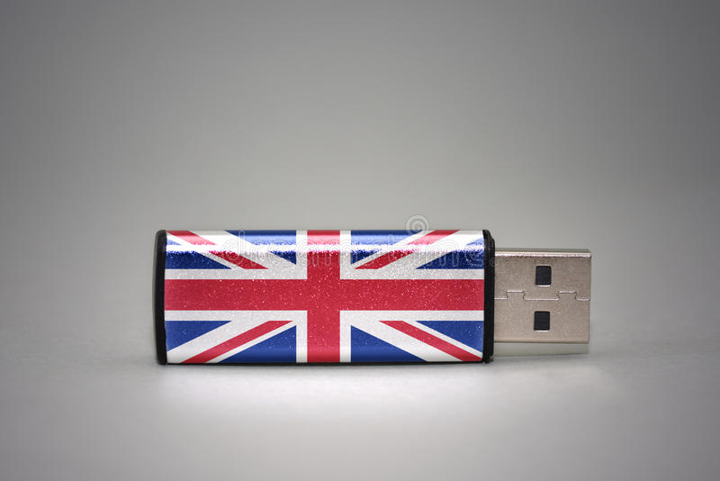 Привод вспышки Usb с национальным флагом Великобритании на серой предпосылке стоковые изображения