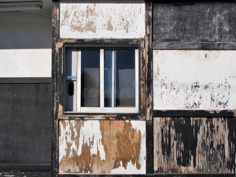Привод Grunge через окно приемистости стоковая фотография rf
