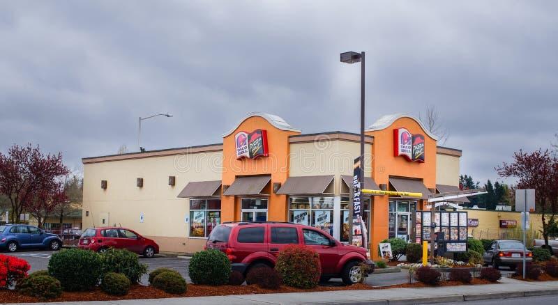 Привод Pizza Hut Taco Bell до конца стоковые изображения rf