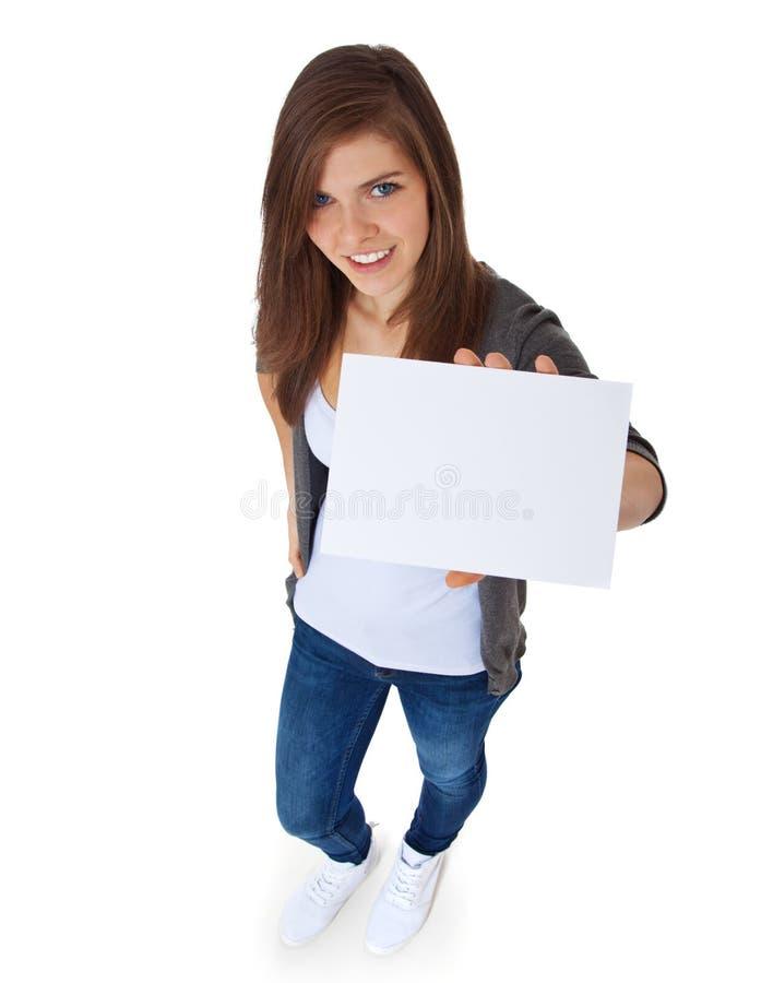 Привлекательная девушка держа пустой знак стоковое фото rf
