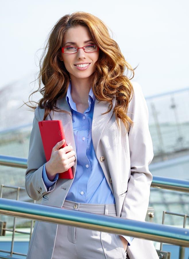 Привлекательная женщина агента стоковое изображение rf