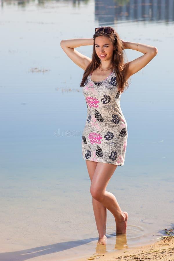 Привлекательная женщина в sundress стоковое фото rf