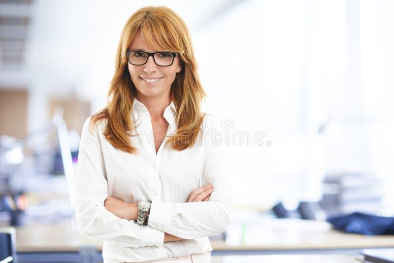 привлекательная женщина дела стоковая фотография