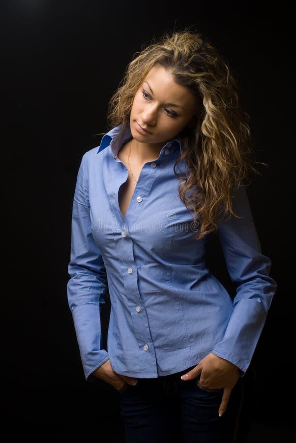 привлекательная женщина портрета брюнет стоковое фото rf