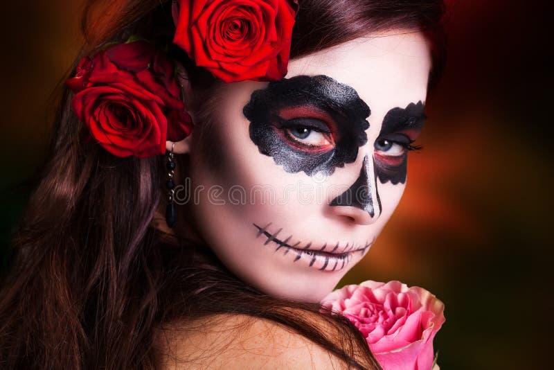 Привлекательная женщина с составом черепа сахара стоковая фотография rf