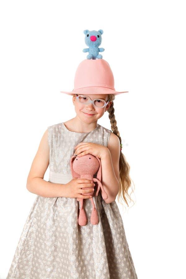Привлекательная маленькая девочка с ручной работы игрушками стоковая фотография rf