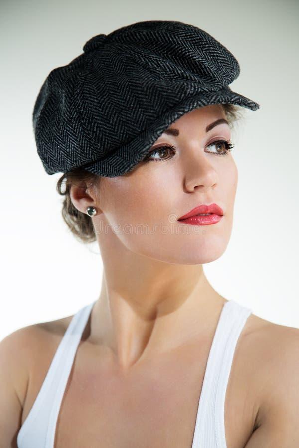 Привлекательная модная девушка. стоковая фотография rf