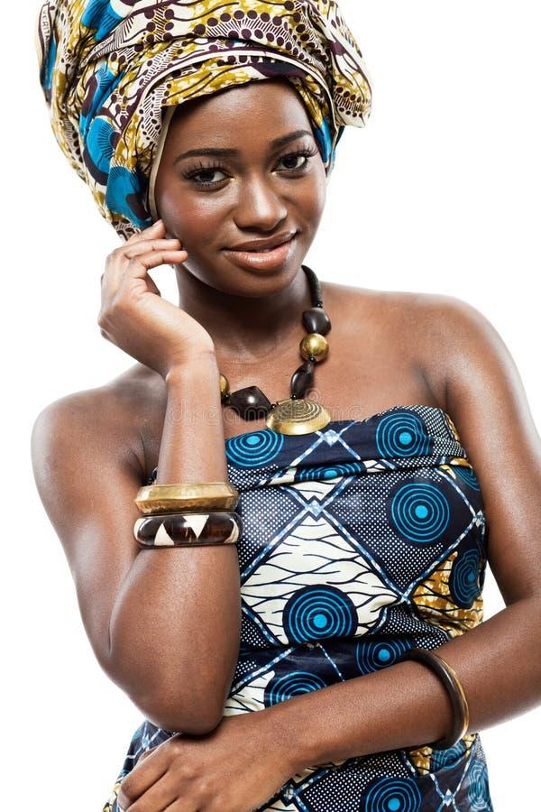 Привлекательная молодая африканская модель способа. стоковая фотография rf