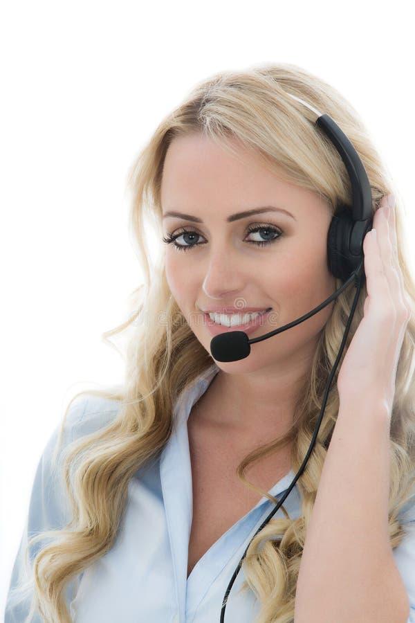 Привлекательная молодая бизнес-леди используя шлемофон телефона стоковые изображения