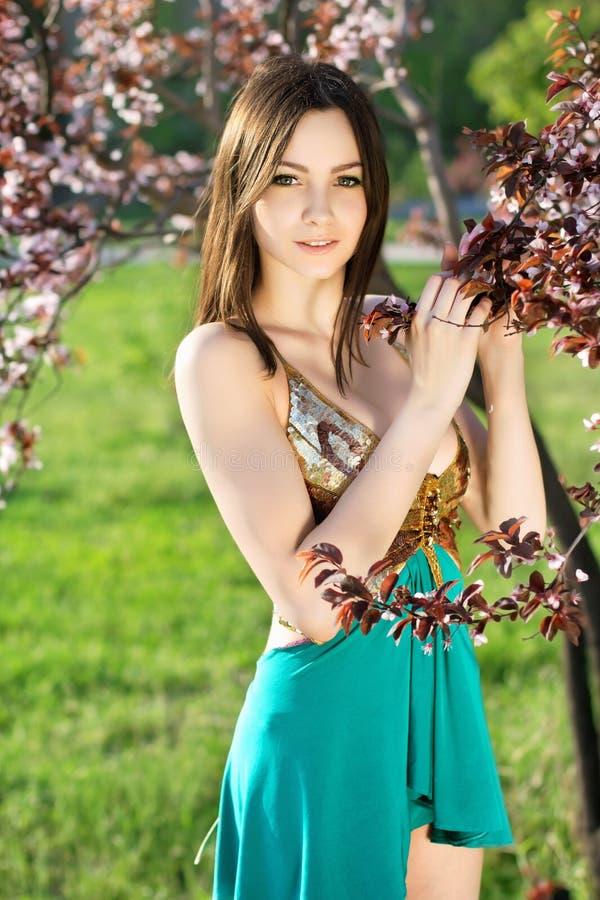 Привлекательная молодая кавказская дама стоковое фото