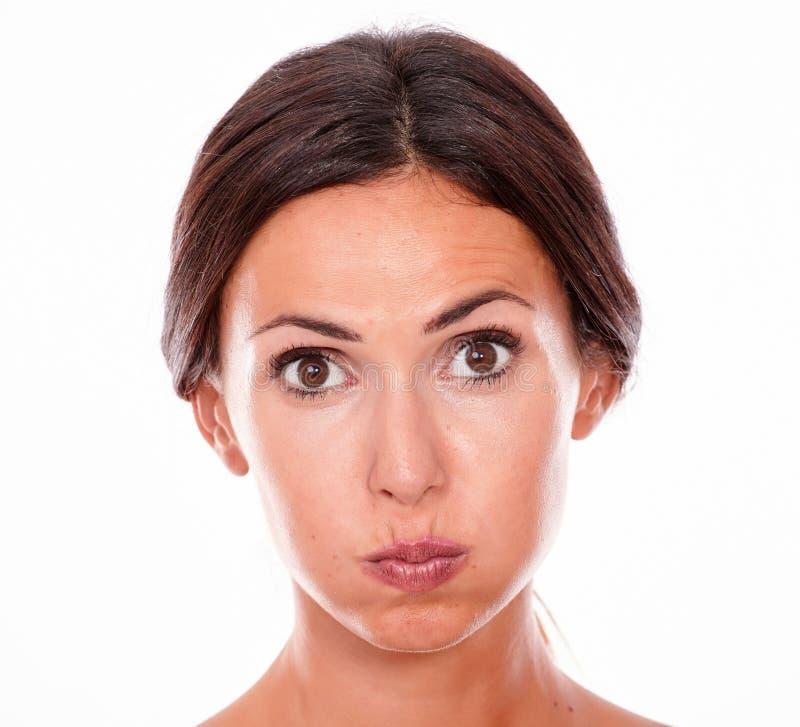 Привлекательная pouting молодая женщина брюнет только стоковая фотография