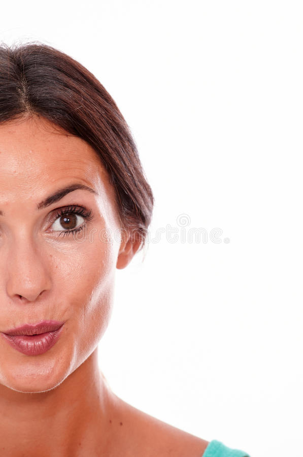 Привлекательная pouting молодая женщина брюнет только стоковая фотография rf