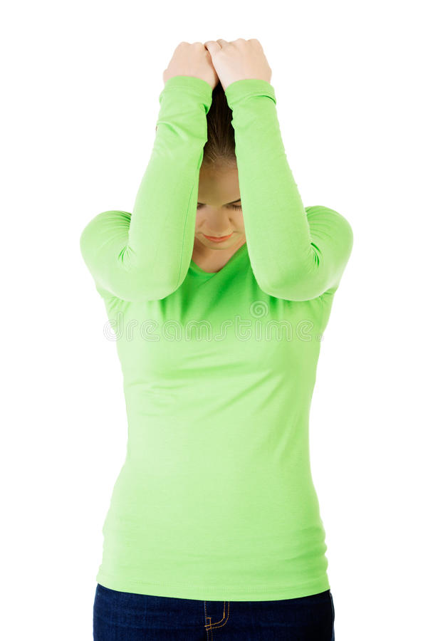 Привлекательное заволакивание себя женщины с обеими руками. стоковое изображение rf