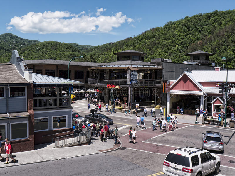 Привлекательность на главной улице в Gatlinburg курорт в Теннесси США стоковые изображения rf