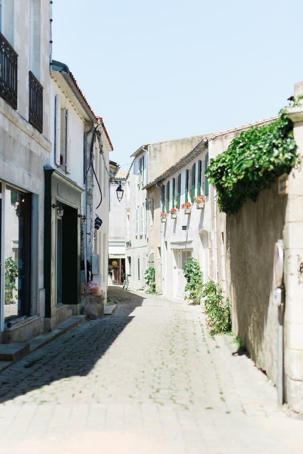 Привлекательно старомодный европейская улица стоковые изображения