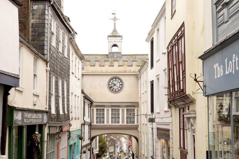 Привлекательно старомодный часы городка стоковые изображения rf