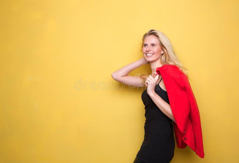 Download привлекательные белокурые сь детеныши женщины Стоковое Изображение - изображение насчитывающей волосы, уверенно: 40582957