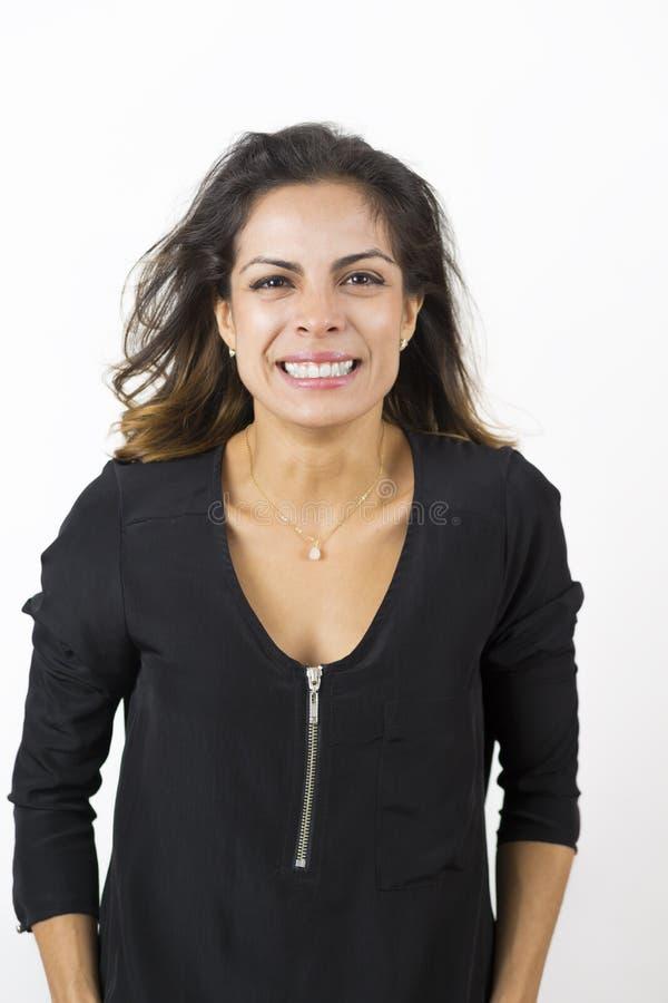 привлекательные счастливые детеныши женщины стоковые фото