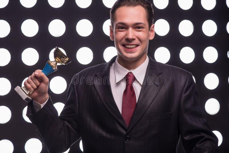 Привлекательный вручитель ТВ звезды стоковые фотографии rf