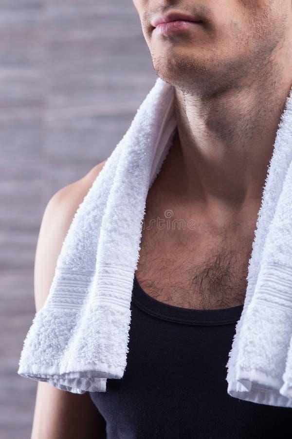 Привлекательный парень заботить его тела стоковая фотография