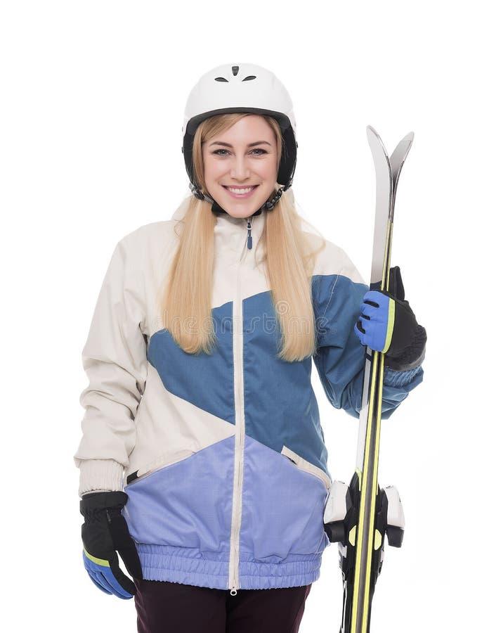 Привлекательный лыжник девушки на белой предпосылке стоковые изображения