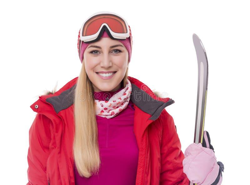 Привлекательный лыжник девушки на белой предпосылке стоковое фото rf