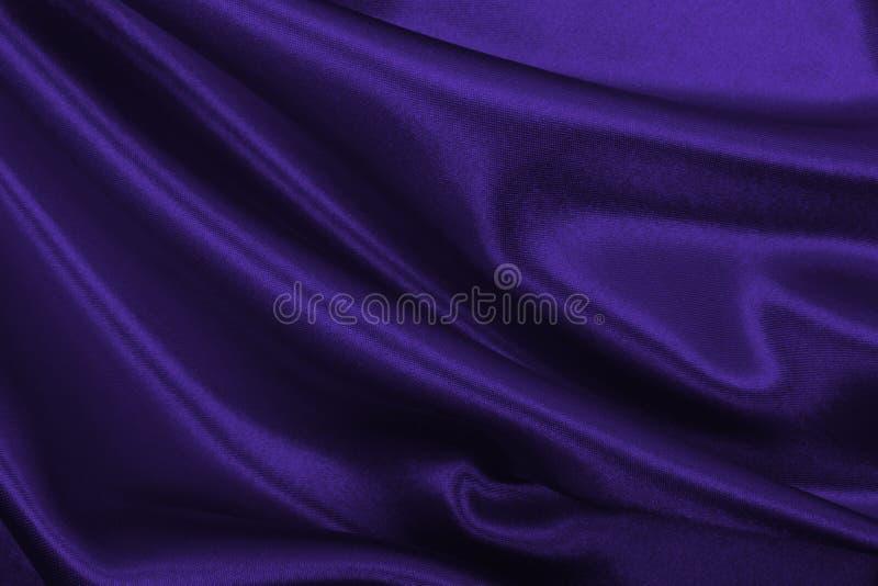Приглаживайте элегантную текстуру ткани шелка или сатинировки сирени роскошную как abstr стоковые изображения